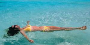 Лежать на воде