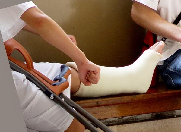 фиксатор для ноги при переломе