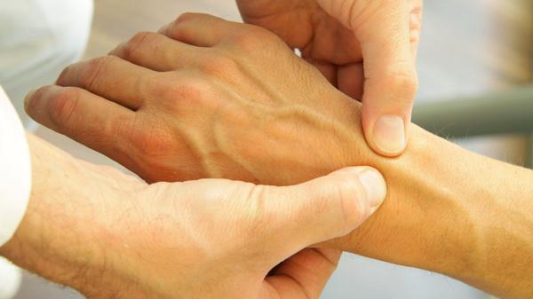 Артроз лучезапястного сустава: симптоматика и способы лечения