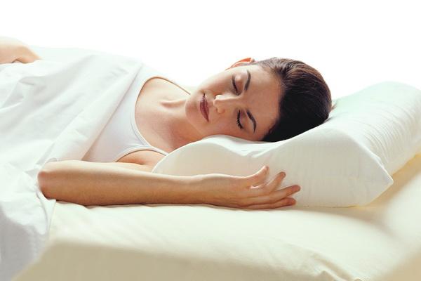 Как правильно выбрать ортопедическую подушку больным остеохондрозом